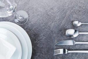 zastawa 300x200 - Przygotowanie stołu gościnnego. Jaką zastawę wybrać?