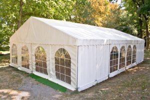 Tanie hale namiotowe – jakie są ich główne wady?