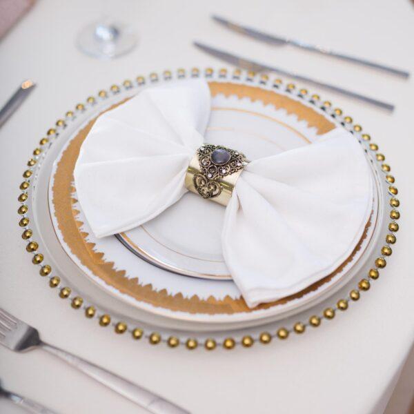 szkalny talerz 600x600 - Przezroczysty szklany pod talerz  ze złotymi kulkami 32 cm