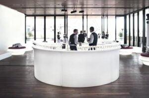 Wynajem mobilnego baru na wesele – czy warto?