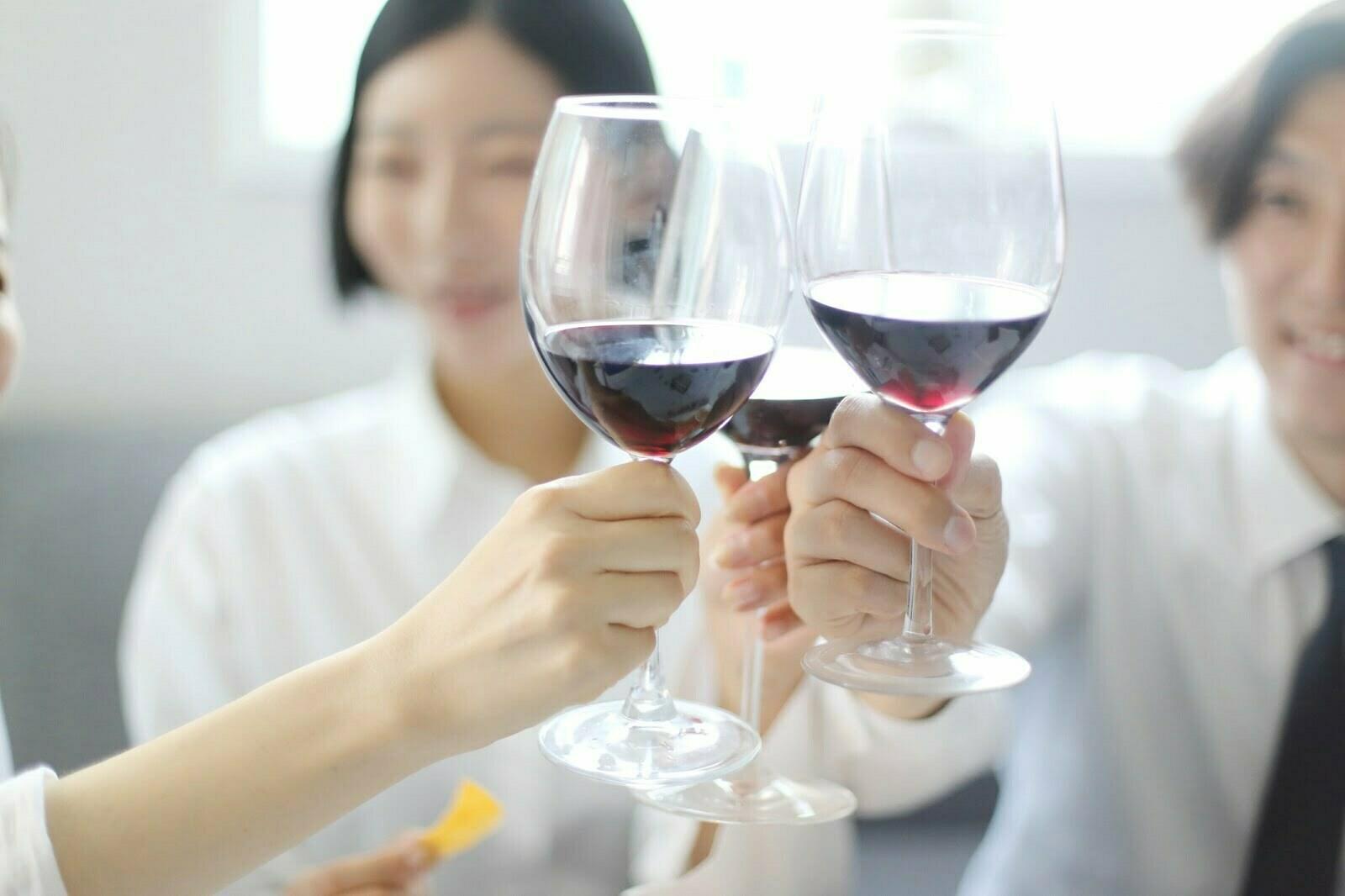 Wybór szkła na imprezę firmową. Przegląd rozwiązań