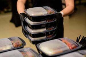 Transport posiłków na imprezę. Jak robić to szybko i sprawnie?