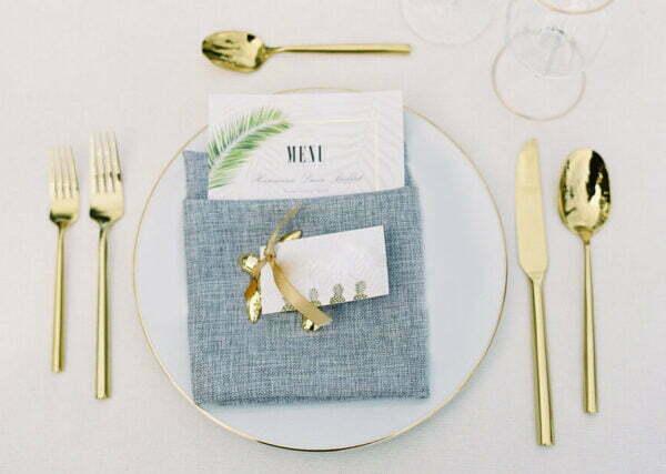 bialy z ztym podtalerz 600x427 - Biały pod talerz ze złotym rantem 31cm